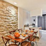 Kamień dekoracyjny na ścianę – jak wykorzystać go we wnętrzu