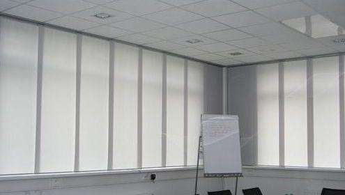 Zasłony panelowe w biurze