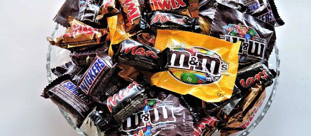 Plusy i minusy zakupów słodyczy w hurtowni online